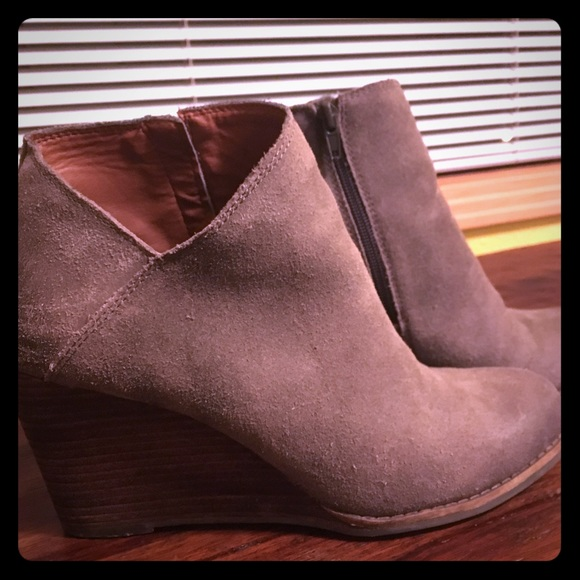 db8e18e32bb2 Lucky Brand Shoes - Lucky Brand  Yakeena  Zip Wedge Bootie
